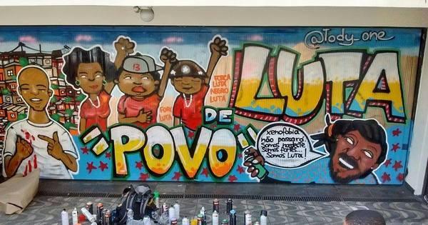 Grafite cobre pichação no Instituto Lula - Notícias - R7 Brasil