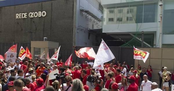Manifestantes protestam em frente à Rede Globo, no Rio - Notícias ...