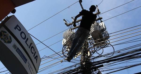 Homem morre após ser eletrocutado e cair de poste em São Cristóvão