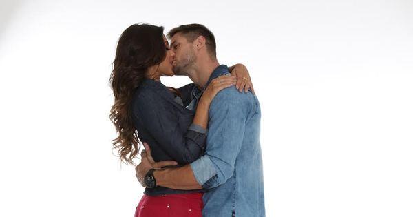 Ex-BBB Jonas e panicat Mari Gonzalez se beijam em bastidores de ...