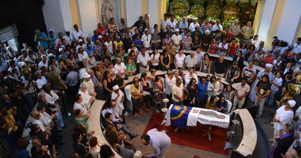 Fãs se despedem de Naná Vasconcelos no Recife - Fotos - R7 Pop
