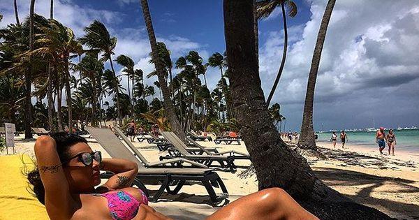 Scheila Carvalho curte praia e mostra abdômen trincado em Punta ...