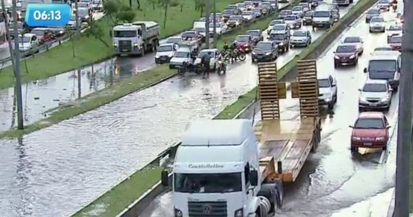Chuva fecha estradas, alaga pontos em São Paulo e faz rio ...