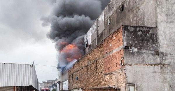 Bombeiro fica ferido em incêndio de shopping no Brás - Fotos - R7 ...