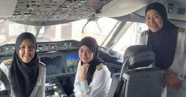 Histórico voo comandado por mulheres pousa na Arábia Saudita ...