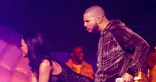 O clima esquentou! Rihanna e Drake sensualizam juntos durante ...