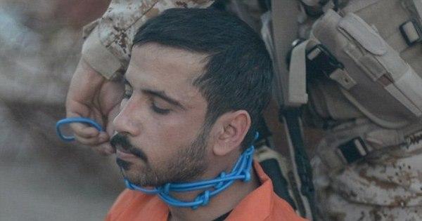 Estado Islâmico explode pescoço de homem e o decapita em ...