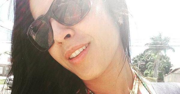 """Priscila Pires posa com decote sensual e desabafa: """" Luto sozinha ..."""