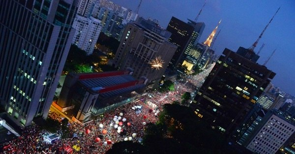 Com 95 mil pessoas, manifestação pró-Dilma reúne um quinto de ...