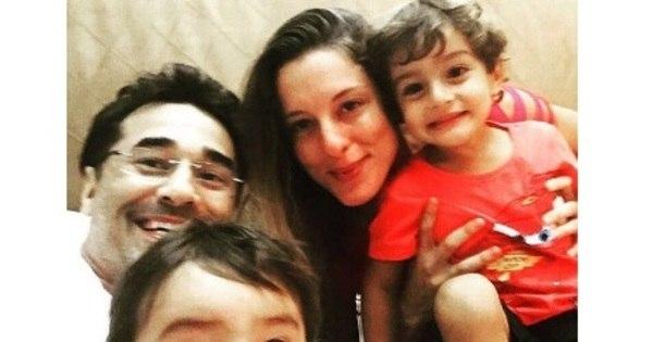 """Luciano Szafir tira foto com os filhos e fala de Sasha: """"Faltou só ..."""