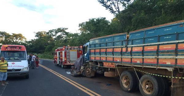 Casal, filha e sobrinha morrem em grave acidente no norte de Minas