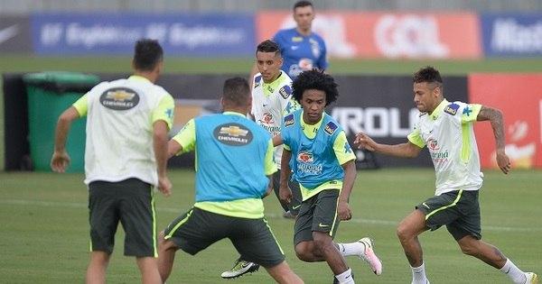 Dunga esboça ataque titular da seleção com Douglas Costa, Willian ...