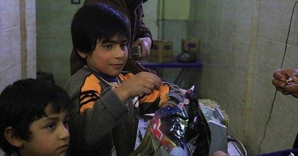 Crianças do Estado Islâmico apedrejam até a morte casal acusado ...