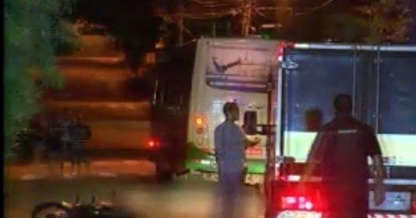 Casal morre ao cair de moto e ser atropelado por ônibus em BH ...