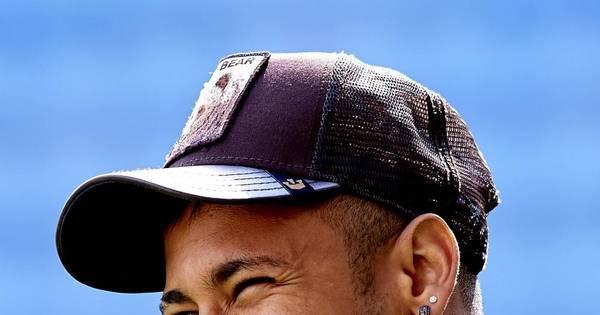 Ostentação! Neymar exibe celular banhado a ouro de mais de R ...