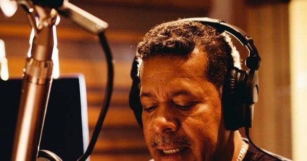 Vicente Barreto apresenta show com voz e violão em São Paulo ...