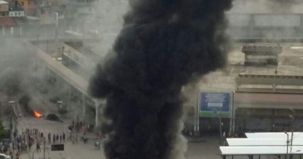 Ônibus queimado e relato de tiros assustam Caxias; ato é protesto ...