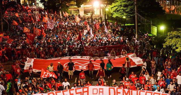 Movimentos sociais protestam em São Paulo a favor do governo ...