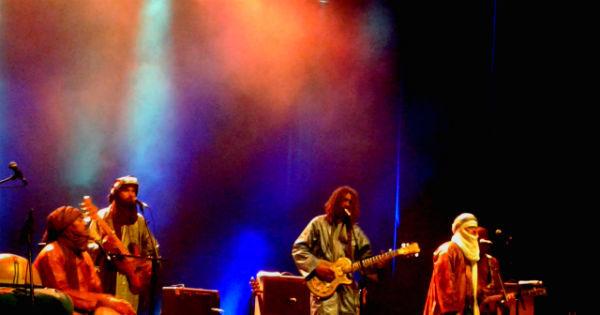 Tinariwen hipnotiza público com seu blues do deserto em São Paulo