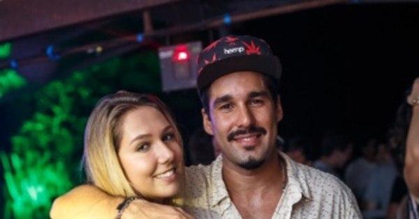 Filha de Renato Gaúcho cai na noite com DJ carioca e beija muito ...