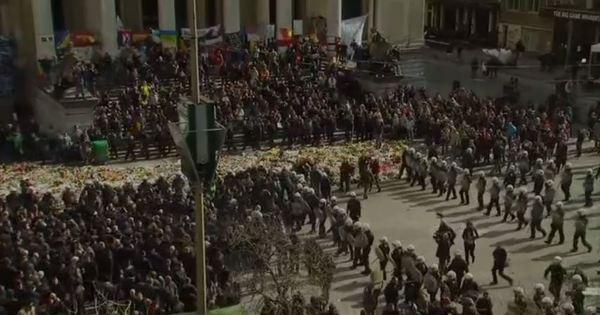 Tensão em Bruxelas: militantes de extrema direita invadem ...
