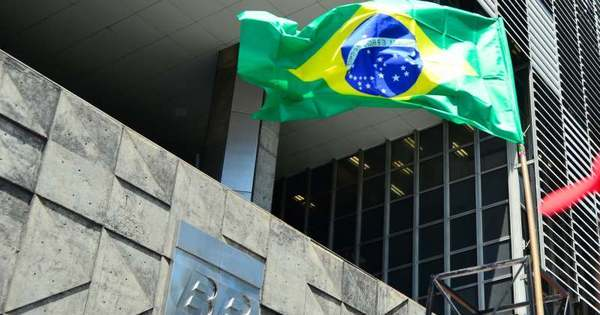 Governo entra na Justiça para cobrar R$ 11 bilhões de empresas ...