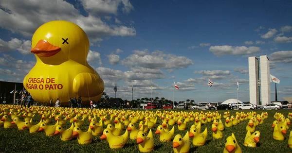 Fiesp coloca 5.000 patos infláveis em frente ao Congresso Nacional ...