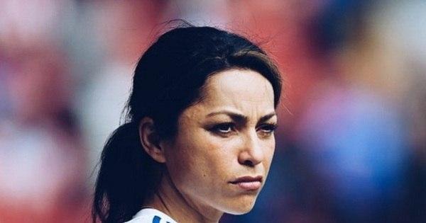 Ex-médica do Chelsea decide largar o futebol - Fotos - R7 Futebol