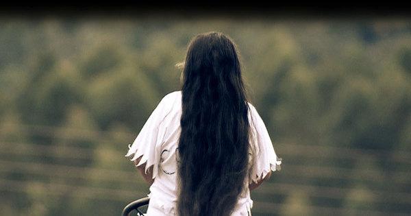 Paixão por cantor famoso impede mulher de cortar o cabelo; entenda!