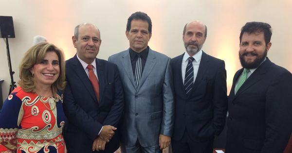 Diretoria e conselho consultivo da Academia Brasileira de Direito do ...