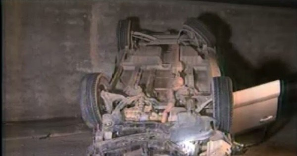 Ladrões em fuga batem e capotam carro roubado em BH - Notícias ...
