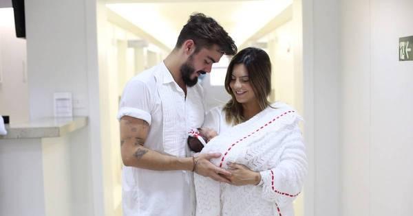 """Rubia Baricelli deixa maternidade com a filha: """"É a melhor ..."""
