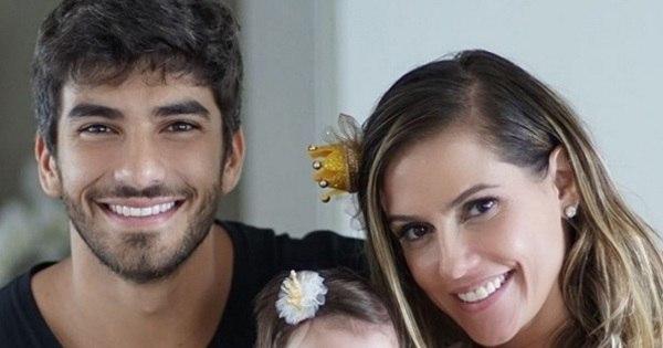 Deborah Secco comemora quatro meses da filha, Maria Flor! Veja ...