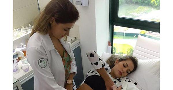 """Adriana Sant'Anna amamenta o filho durante tratamento estético: """"A ..."""