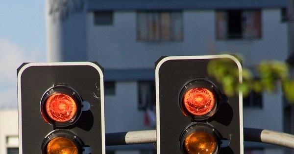 3 em cada 4 multas de avanço de sinal são aplicadas de ...