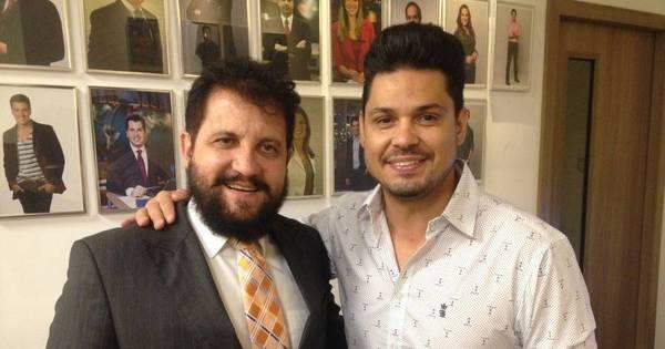 Cantor Roger Flores lança primeiro DVD na Record ...