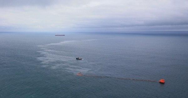 Cerca de 2.500 litros de petróleo vazam no litoral norte do RS ...