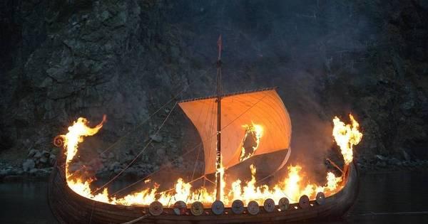 Adolescente faz um funeral 'viking' para seu peixe e vira febre na ...