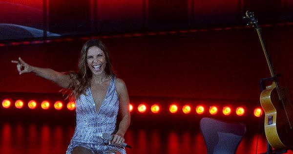Ivete Sangalo exibe pernas torneadas em gravação de DVD - Fotos ...