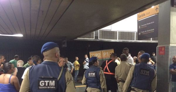Confusão na Central do Brasil assusta passageiros do metrô no Rio ...