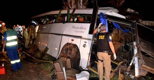 Morre a 11ª vítima do acidente com ônibus no Paraná - Notícias - R7 ...