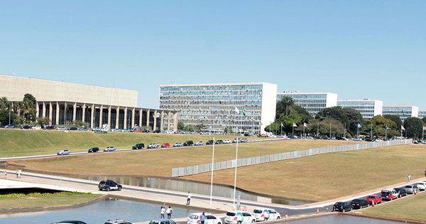 Muro do impeachment divide a Esplanada dos Ministérios - Fotos ...
