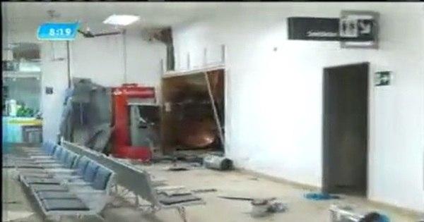 Grupo armado com fuzil explode três caixas eletrônicos no ...
