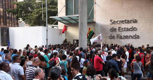 RJ negocia fim da greve com professores e oferece R$ 15 mil para ...