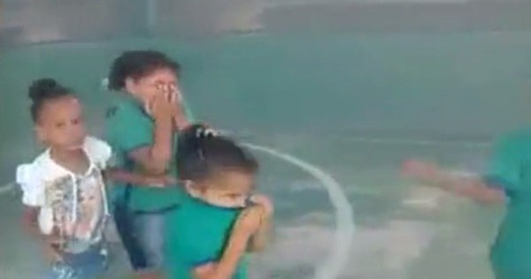 Crianças se apavoram com invasão de fumaça durante recreio ...