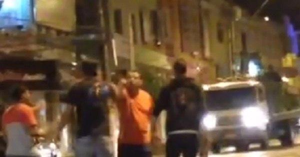 Prefeito de Pouso Alegre (MG) é filmado brigando no meio da rua ...