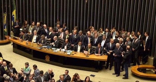 Senadores da oposição já discutem tramitação do impeachment no ...
