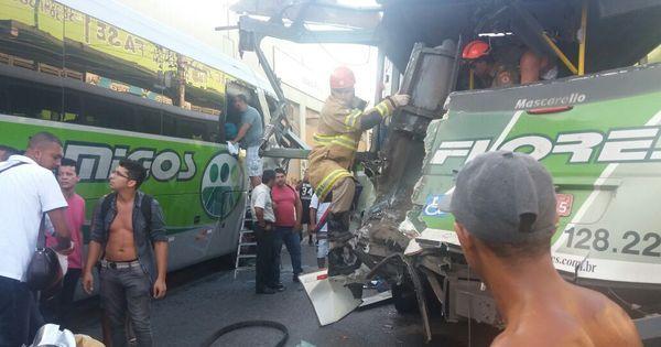 Homem ferido durante acidente entre ônibus e carro está em estado ...