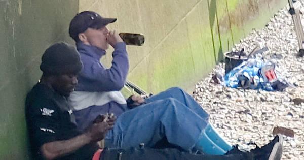 Aos 15 anos, filho de Madonna é flagrado fumando e bebendo ...