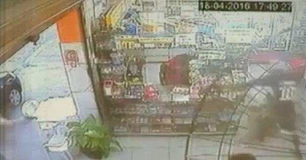 Dono de padaria tenta atirar em assaltantes e é executado a tiros ...